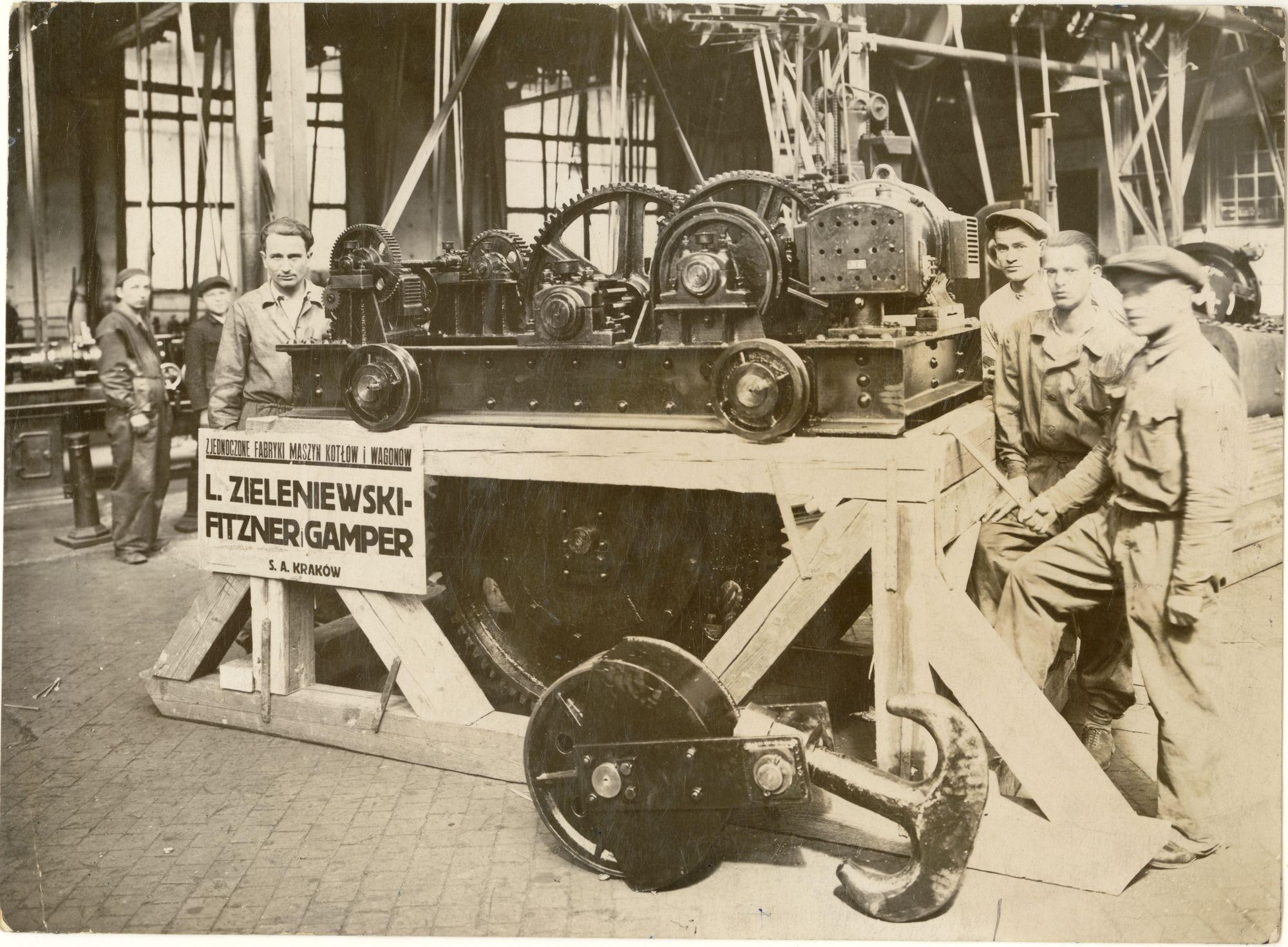 zjednoczone-fabryki-maszyn-kotlow-i-wagonow-l-zieleniewski-fitzner-gamper-w-krakowie-hala-slusarni-autor-fot-nieznany-lata-30-te-xx-w